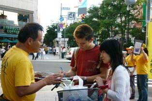 北海道での署名活動 - 2
