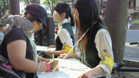 仙台での署名活動の様子 その6