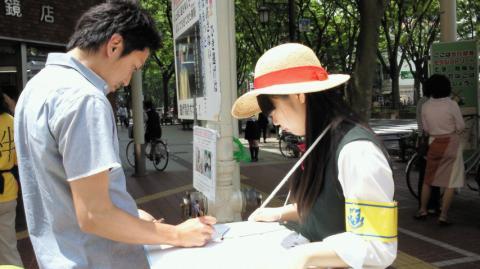 仙台での署名活動の様子 その3