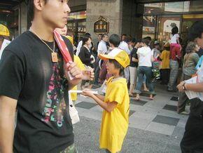 大阪市内での署名活動 - 5